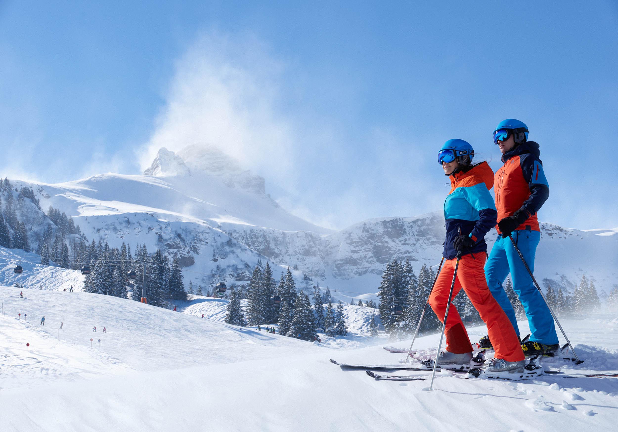 2 Skifahrer, Skigebiet Mellau